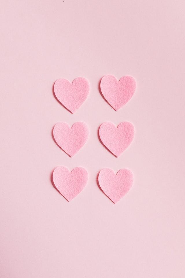 pink-heard-background