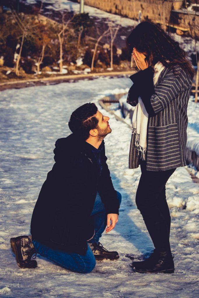 couple-snow-nature-proposal